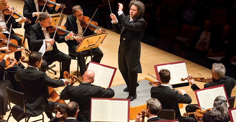 Gustavo Dudamel and the Los Angeles Philharmonic © Sam Comen